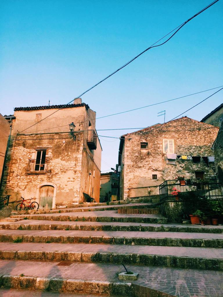 Terraced stairs in front of two houses in Jelsi