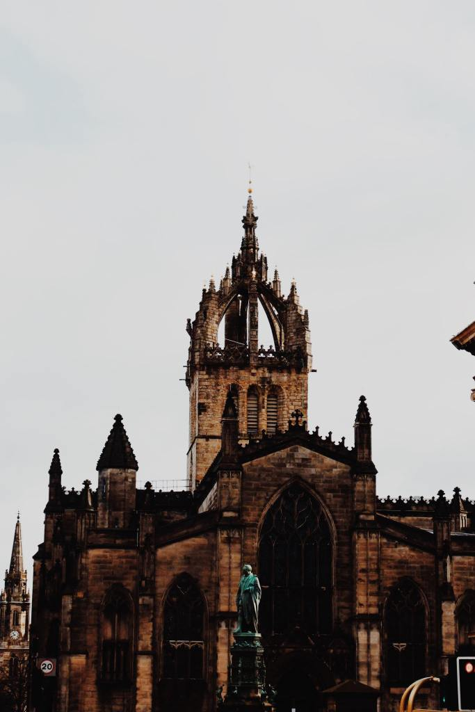 St Giles Cathedral. The steeple is in the shape of a crown. The roof of the building is carved with turrets.